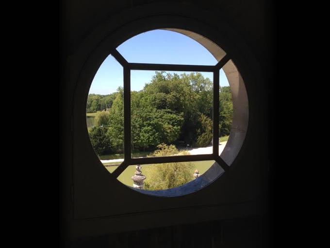 vue depuis les combles de Chantilly - fenêtre cintrée